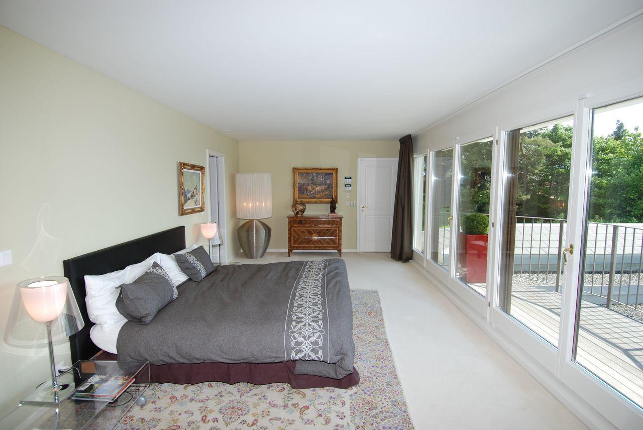 Prestigieuse propriété calme de 550 m2 avec piscine et vue sur le lac picture 7