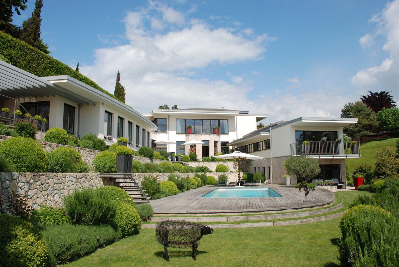 Prestigieuse propriété calme de 550 m2 avec piscine et vue sur le lac picture 0