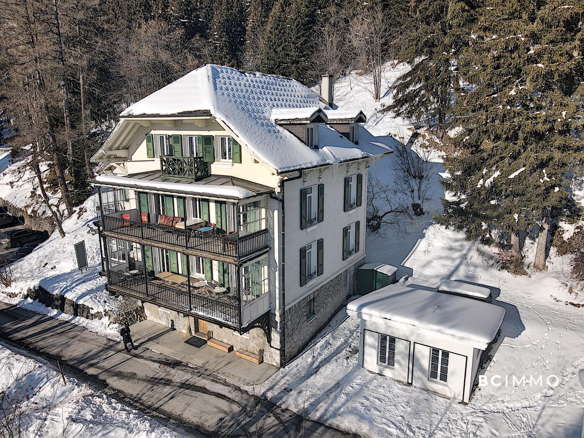 BC Immo - Magnifique bâtisse du 20ème siècle avec vue et ensoleillement exceptionnels - LYSN1854VLJ