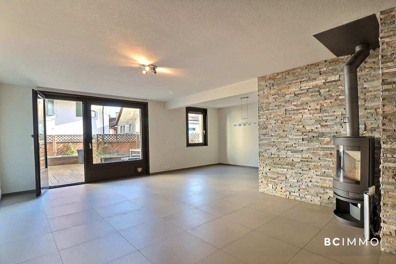 BC Immo - Bel appartement avec grande terrasse dans le bourg - Loc1030HB03
