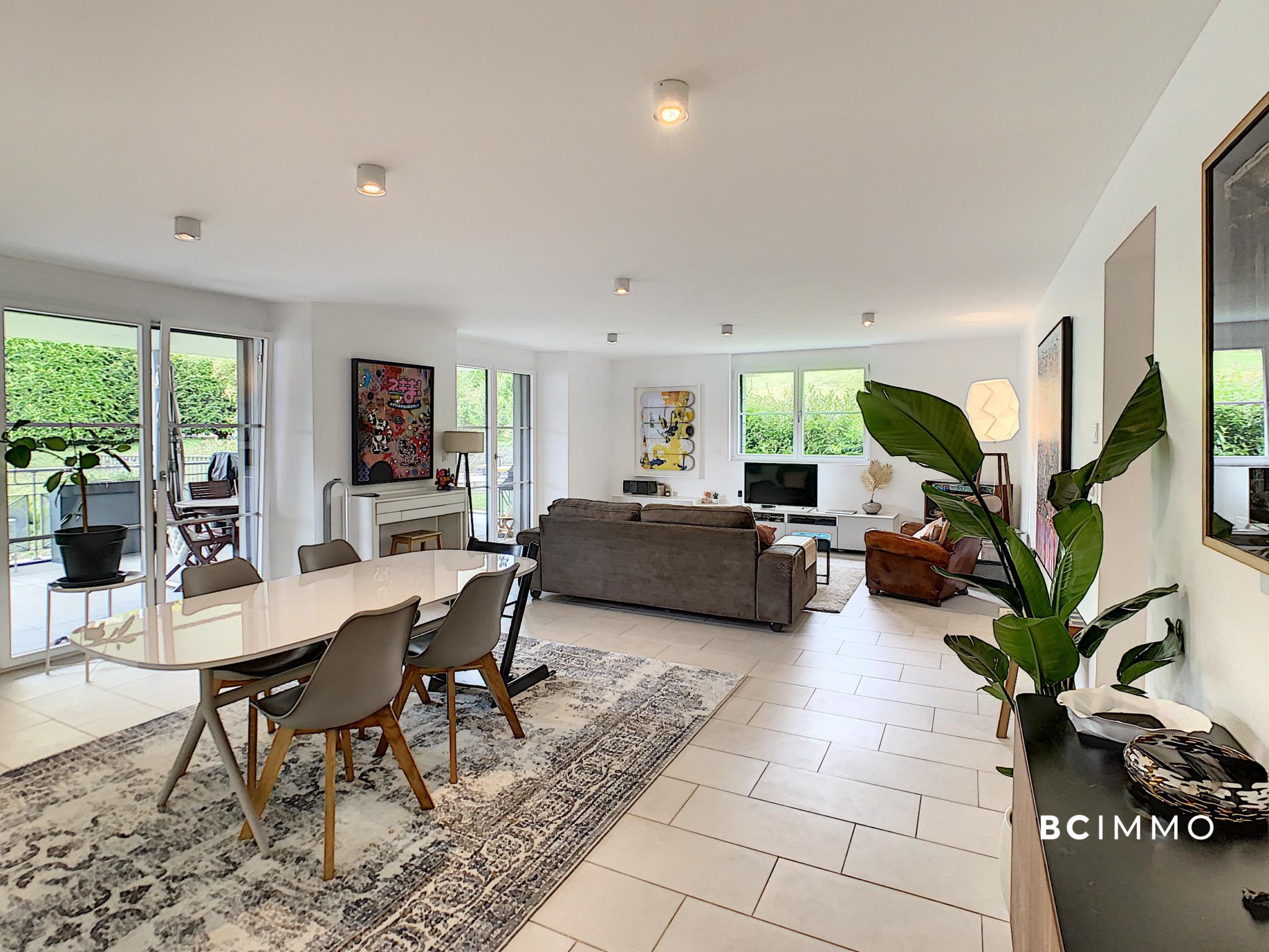 BC Immo - Magnifique appartement de standing avec terrasse et vue lac - GSA1806PC