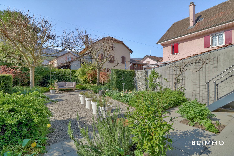 BC Immo - EXCLUSIVITÉ - Superbe maison villageoise contemporaine au coeur du charmant village de Champagne. - 1424KG73