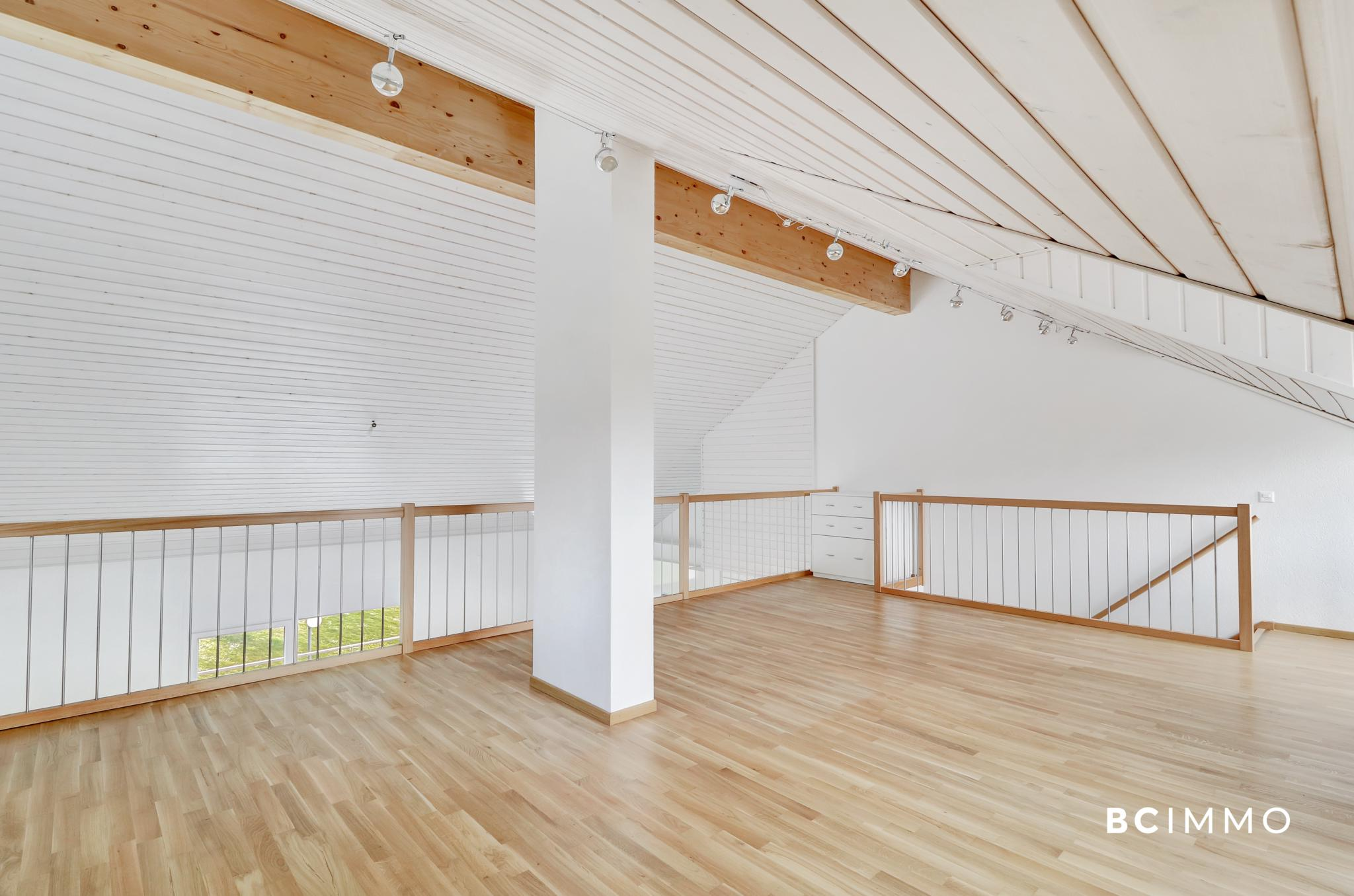 BC Immo - Spacieux attique avec mezzanine proche de tout - 1610SB02