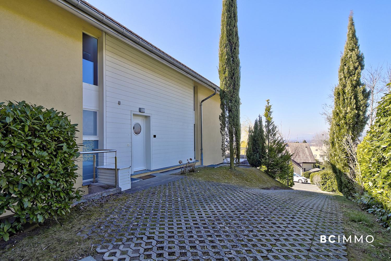 BC Immo - Spacieuse villa individuelle avec vue sur le lac et les environs de Jouxtens-Mézery - 1008KG28