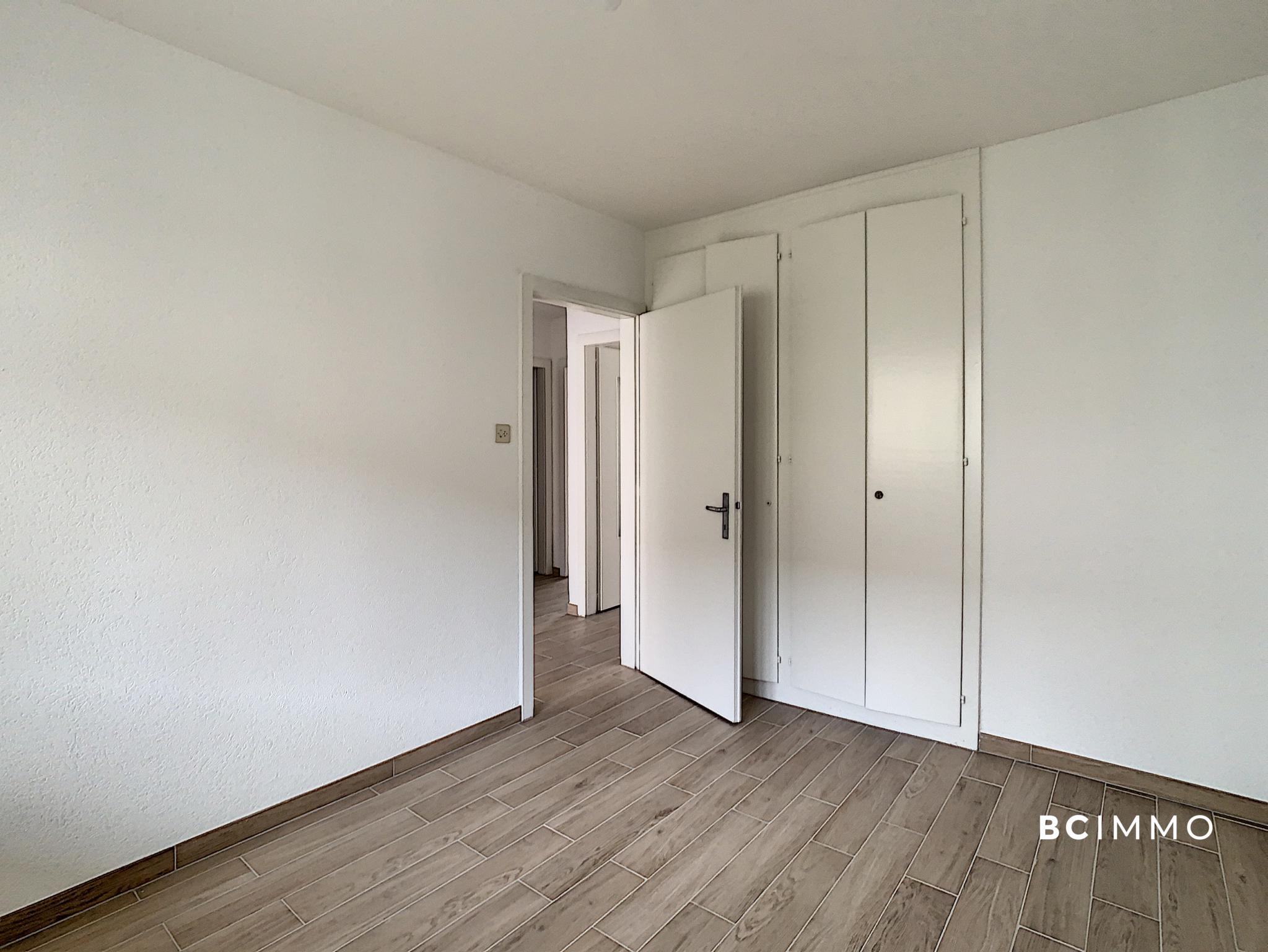 BC Immo -  Appartement traversant idéalement situé et refait à neuf - A-21-001